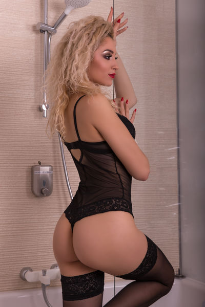 Alexya Fay - Escort Girl from Naperville Illinois