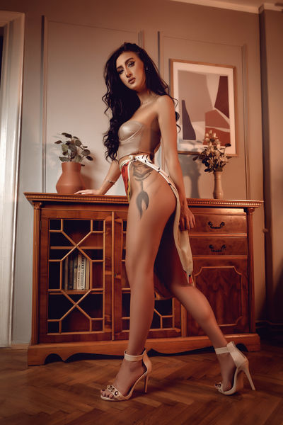 Clara Lopes - Escort Girl from Murrieta California