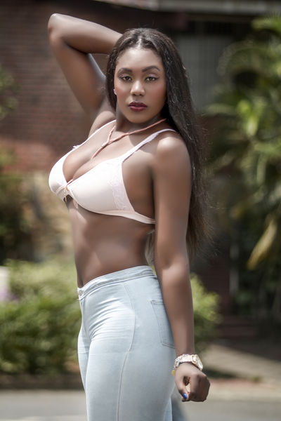 Falak Moon - Escort Girl from Peoria Illinois