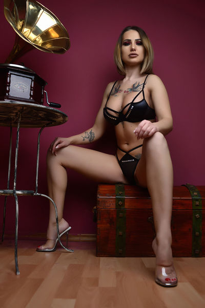 Mary Rizzi - Escort Girl from New Haven Connecticut