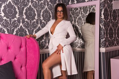 Mellany Connor - Escort Girl from Naperville Illinois