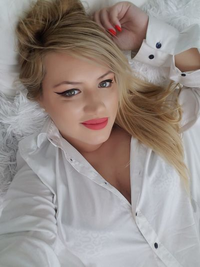 Julia Lyn - Escort Girl from New York City New York