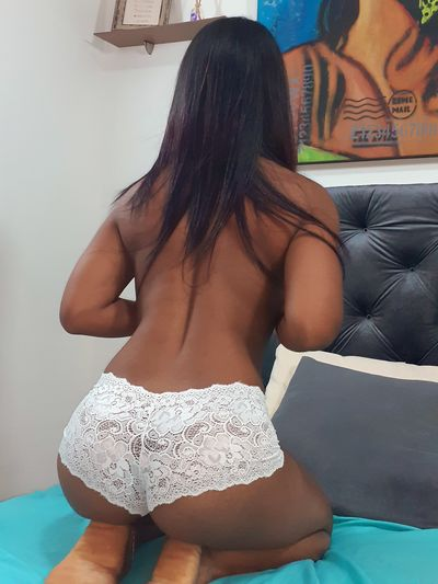 Mia Longg - Escort Girl from New Haven Connecticut