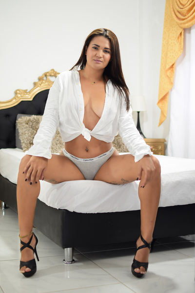 Victoria Linares - Escort Girl from New Haven Connecticut